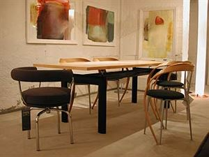 Table LC6 of Cassina company